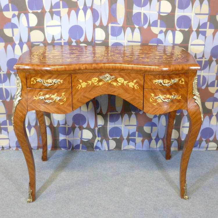 Bureau louis xv bureau louis xvi commodes louis xv for Meuble bureau louis xv