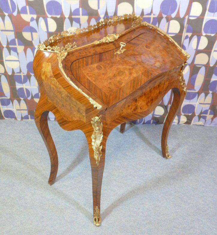 bureau louis xv commode louis xv meubles de style meubles art d co. Black Bedroom Furniture Sets. Home Design Ideas