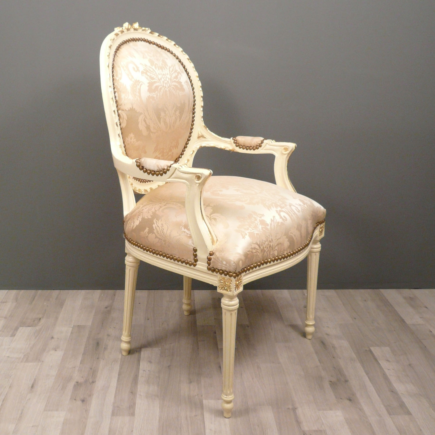 Medallion armchair louis xvi baroque chairs for Chaise louis xvi