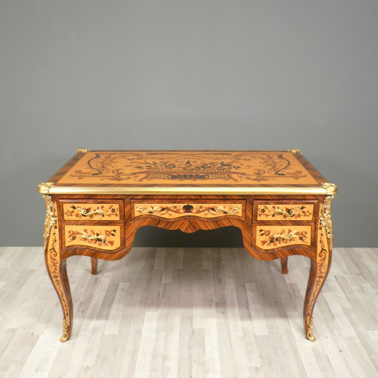 Bureau louis xv commode louis xv fauteuil louis xv for Meuble bureau louis xv