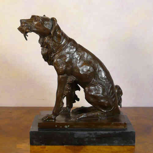 The spaniel hunting - bronze statue