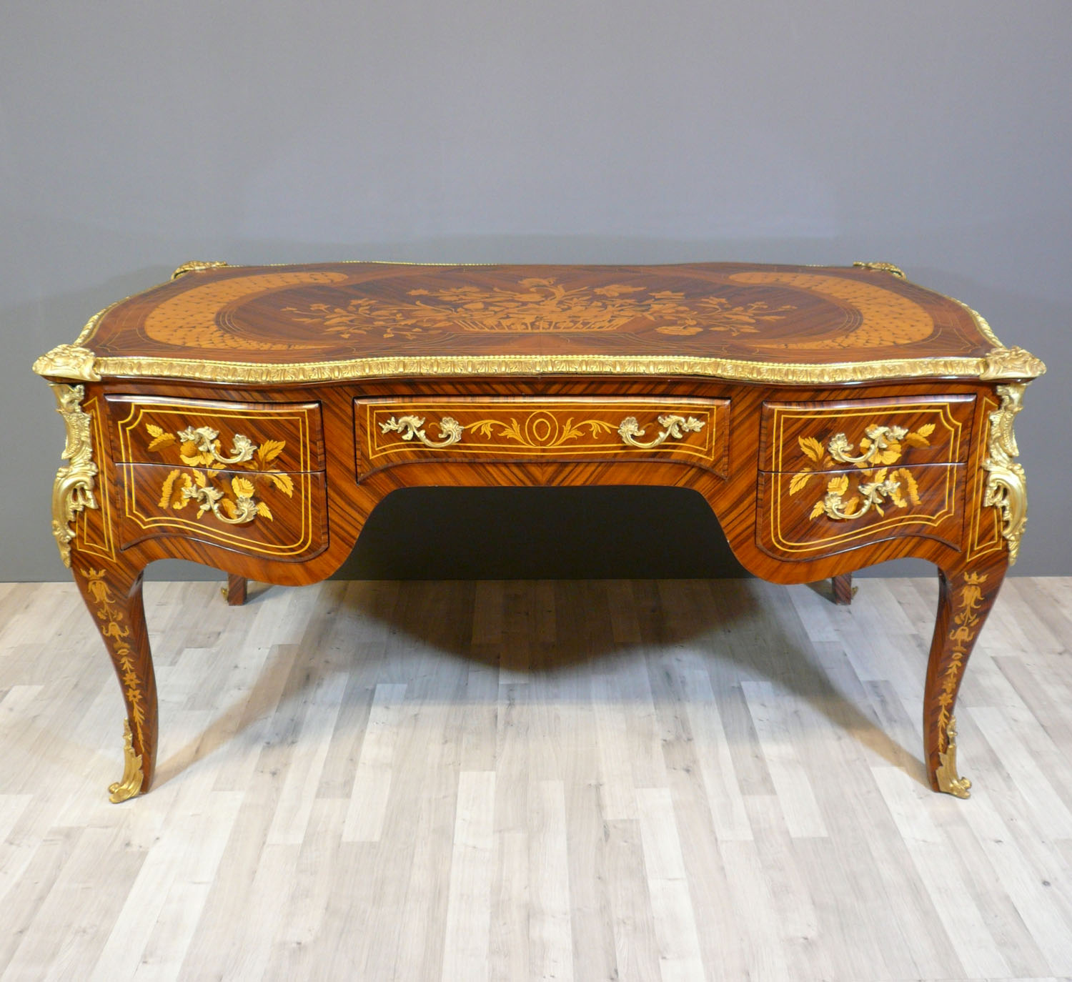 Bureau louis xv commodes louis xv meubles art d co for Meuble bureau louis xv