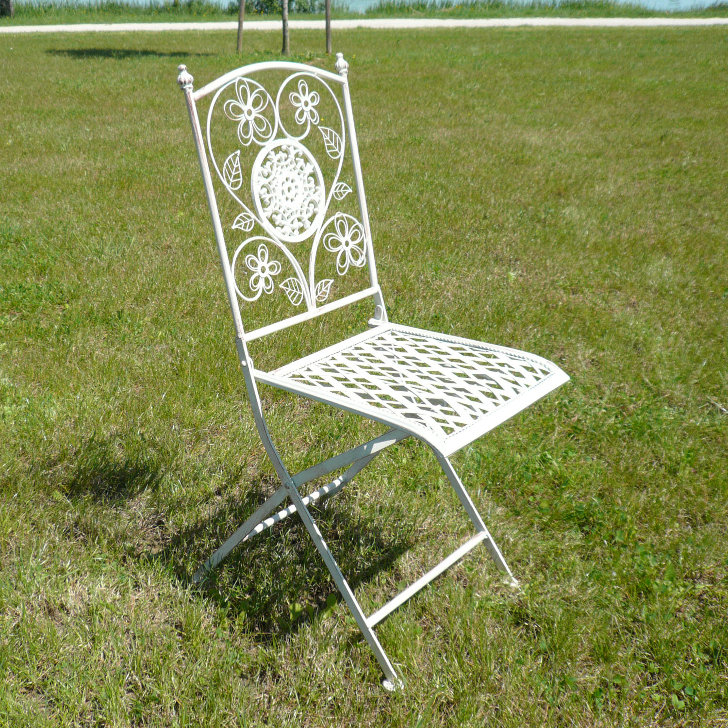 Pair of wrought iron chairs tables benches - Chaise en paille blanche ...