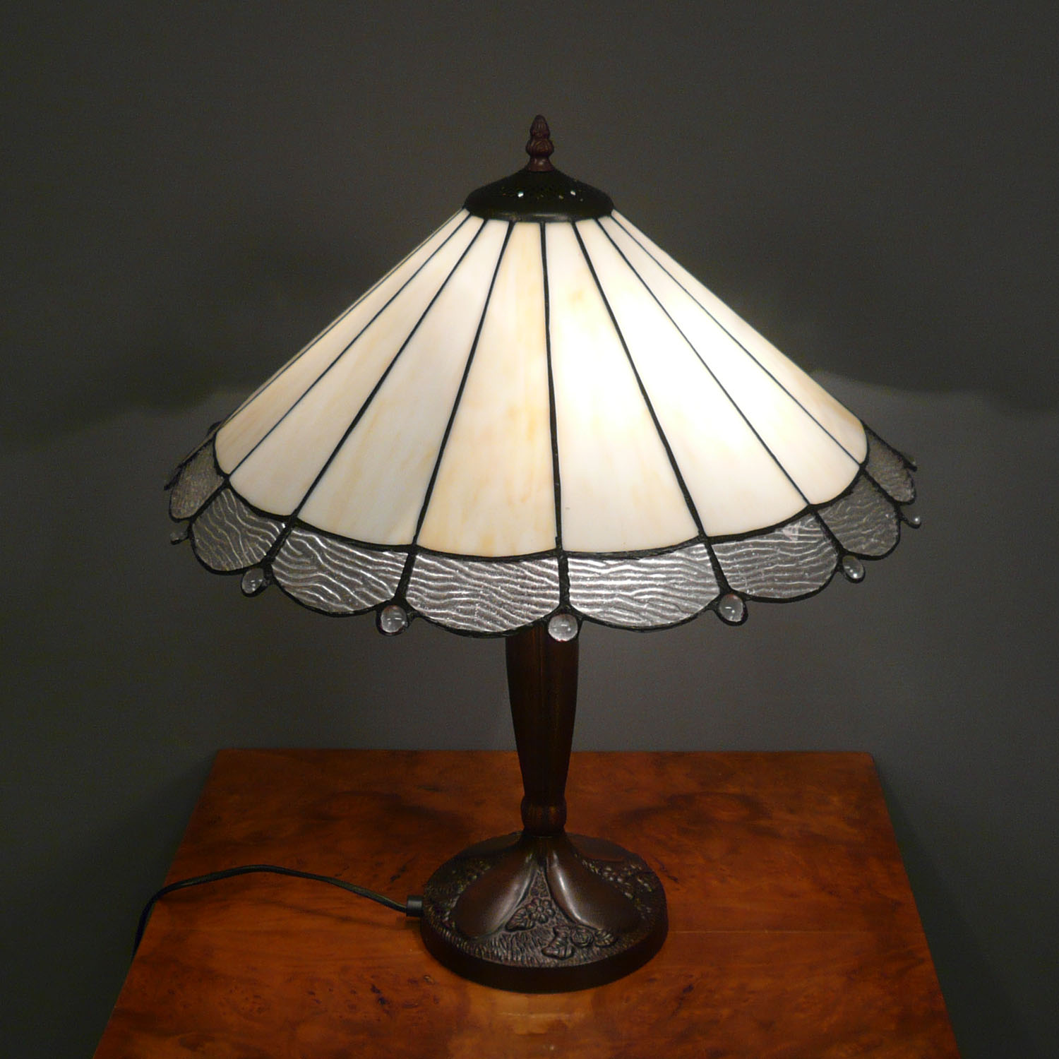 Lampe style tiffany art d co lustres lampadaires for Art deco lampe