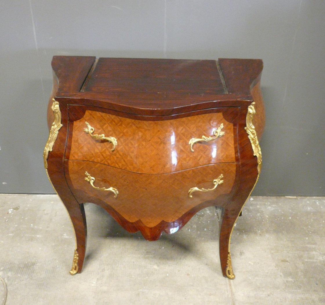 commode louis xv sans marbre mobilier louis xv. Black Bedroom Furniture Sets. Home Design Ideas