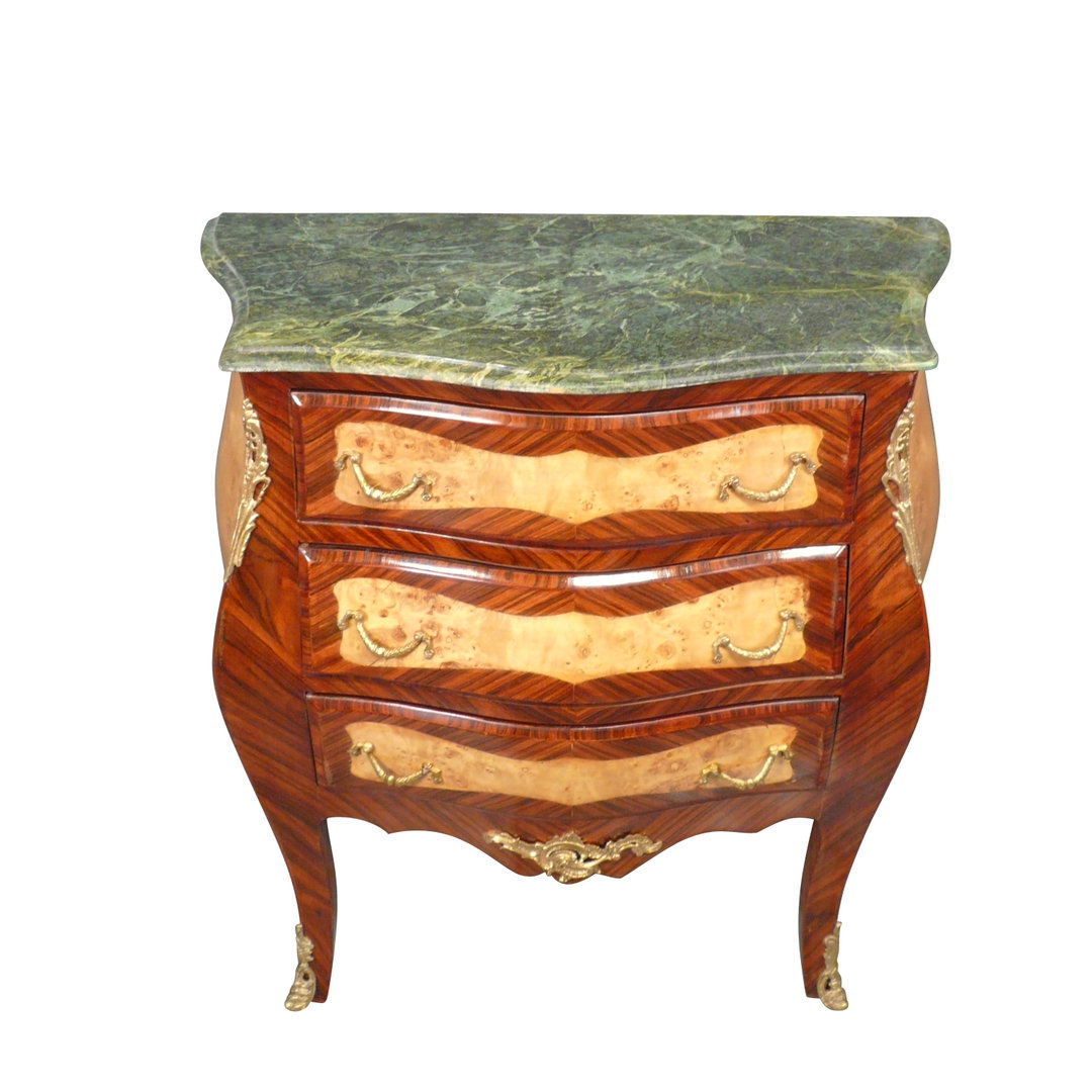 Commode louis xv ameublement de style louis xv for Meuble xviii