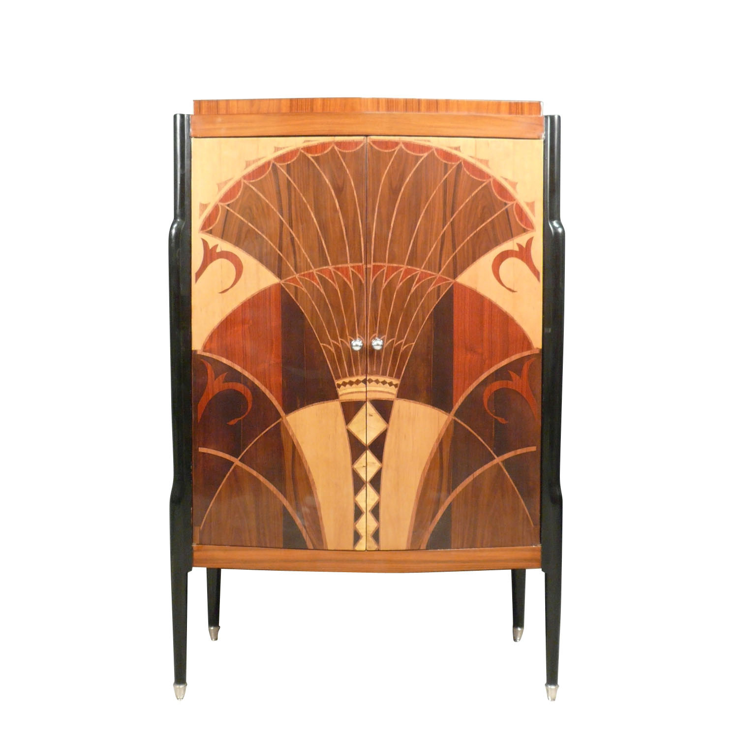 Grand buffet art d co ouvrant par deux portes avec un for Deco meuble srl