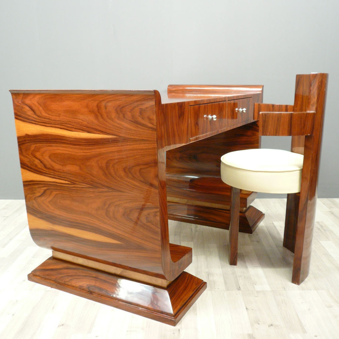 Style art d co mobilier for Meuble art deco belgique