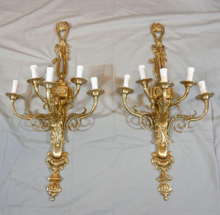 paire d 39 appliques en bronze style louis xvi lustres lampes. Black Bedroom Furniture Sets. Home Design Ideas