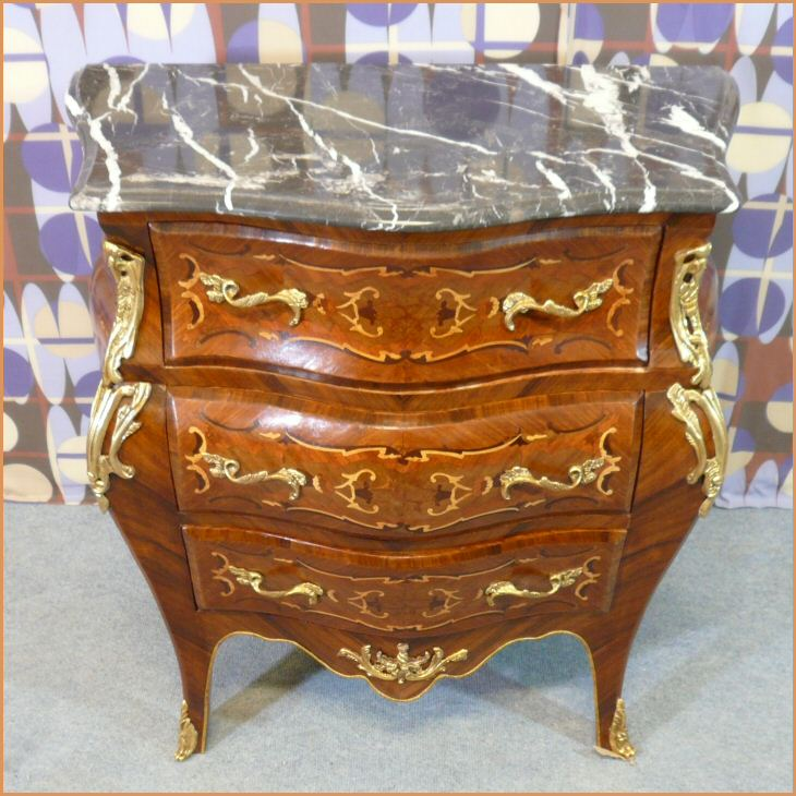 commode louis xv bureau louis xv meubles de style mobilier baroque. Black Bedroom Furniture Sets. Home Design Ideas