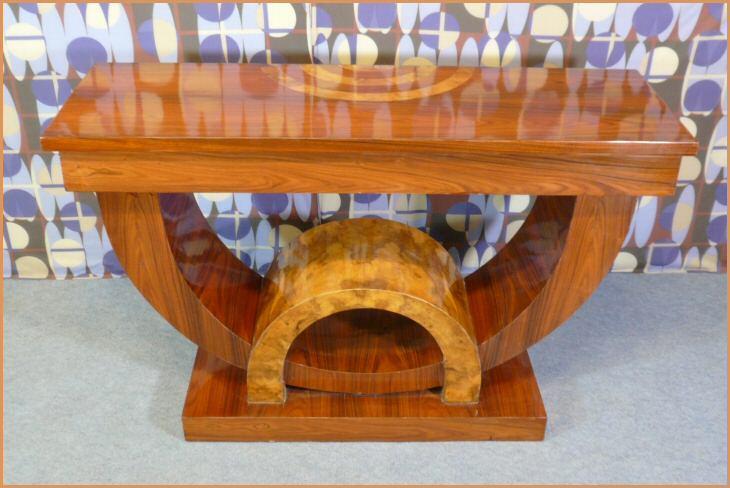 Console style art d co meubles art d co lampe tiffany for Petit banc baroque
