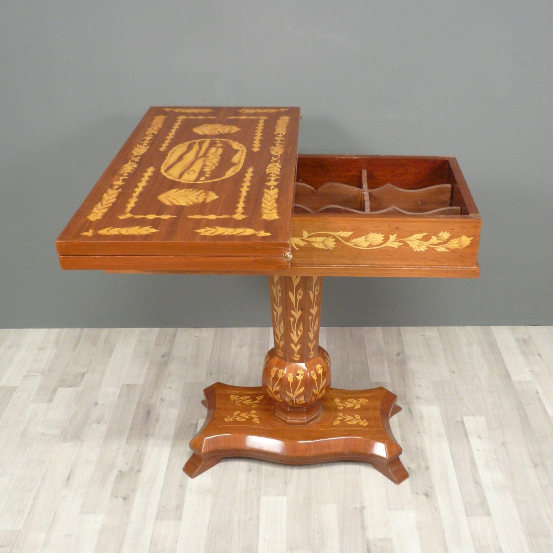 Table à jeux en marqueterie  Meubles art déco  Lampe Tiffany  Fauteuil bar