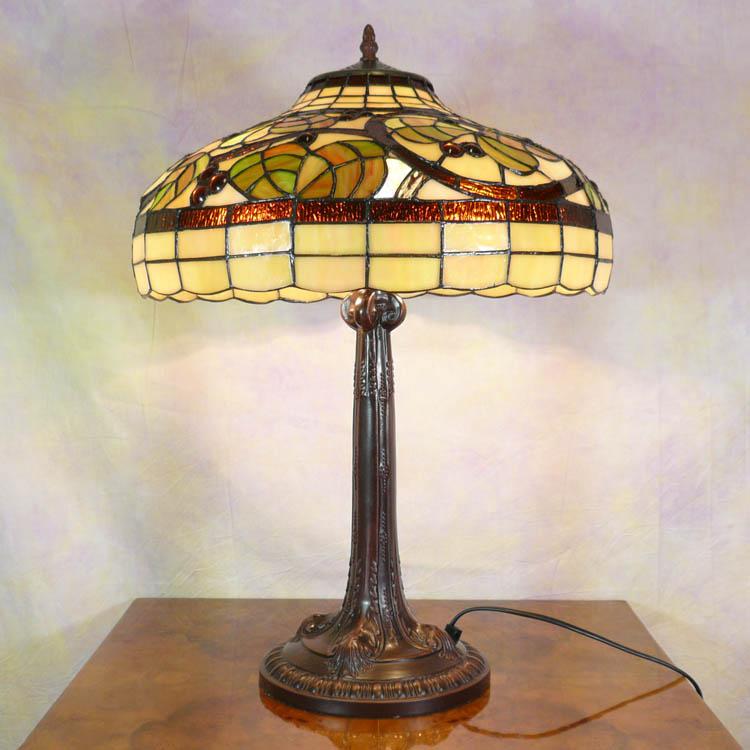 Lampe style tiffany meubles art d co lampe tiffany fauteuil baroque vase m dicis - Meuble tiffany ...