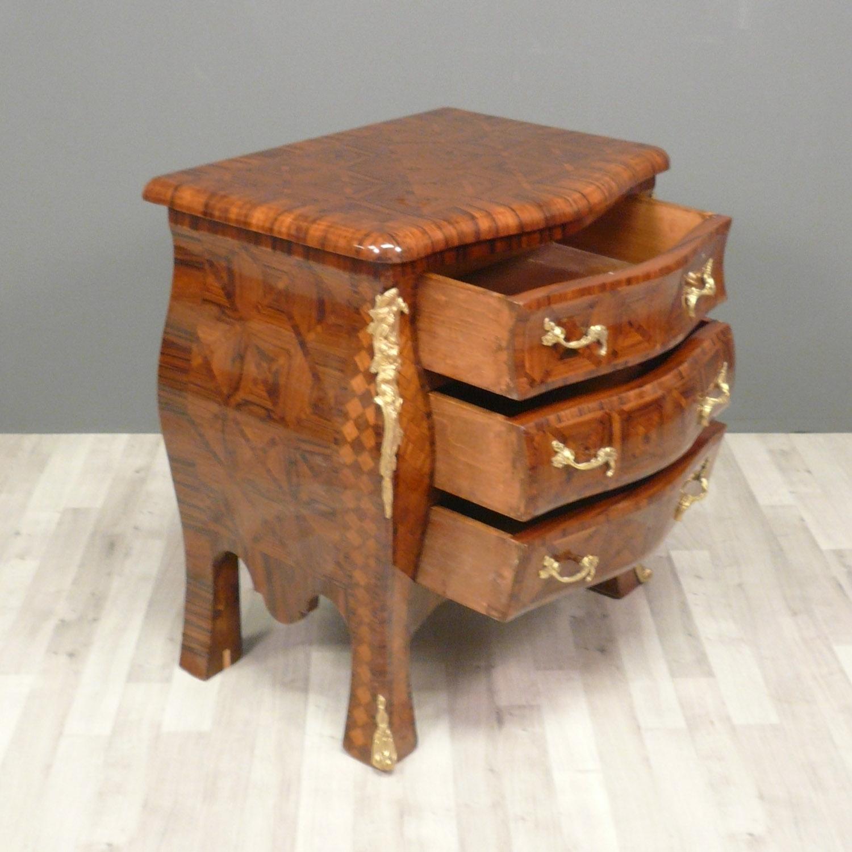 commode louis xv bureau louis xv mobilier de style vente. Black Bedroom Furniture Sets. Home Design Ideas