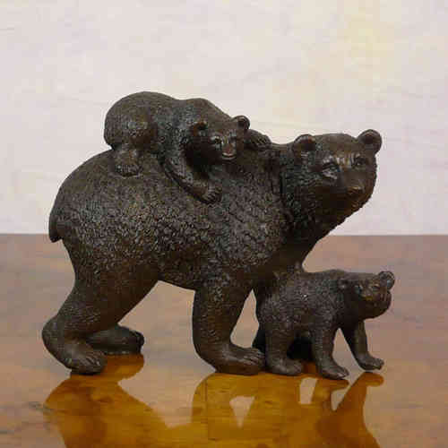 The bear and her cubs - Bronze Sculpture
