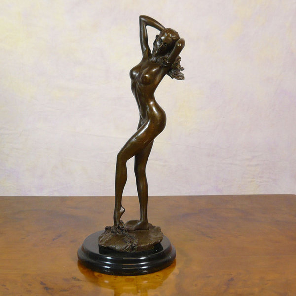statue bronze femme nue sculptures en bronze fauteuils baroques commodes louis xv bureau. Black Bedroom Furniture Sets. Home Design Ideas
