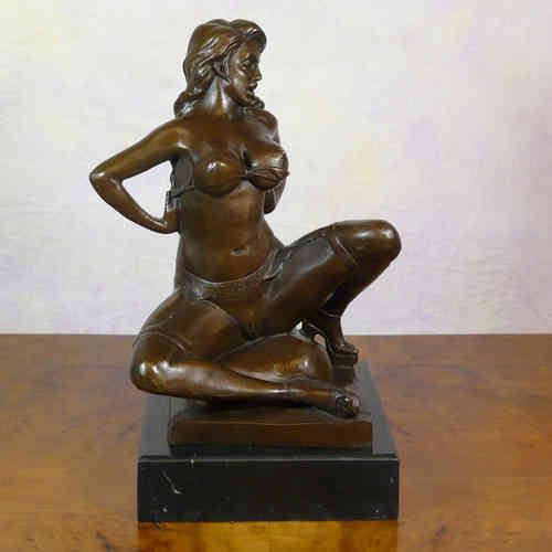 Bronze statue erotic - Nude Woman