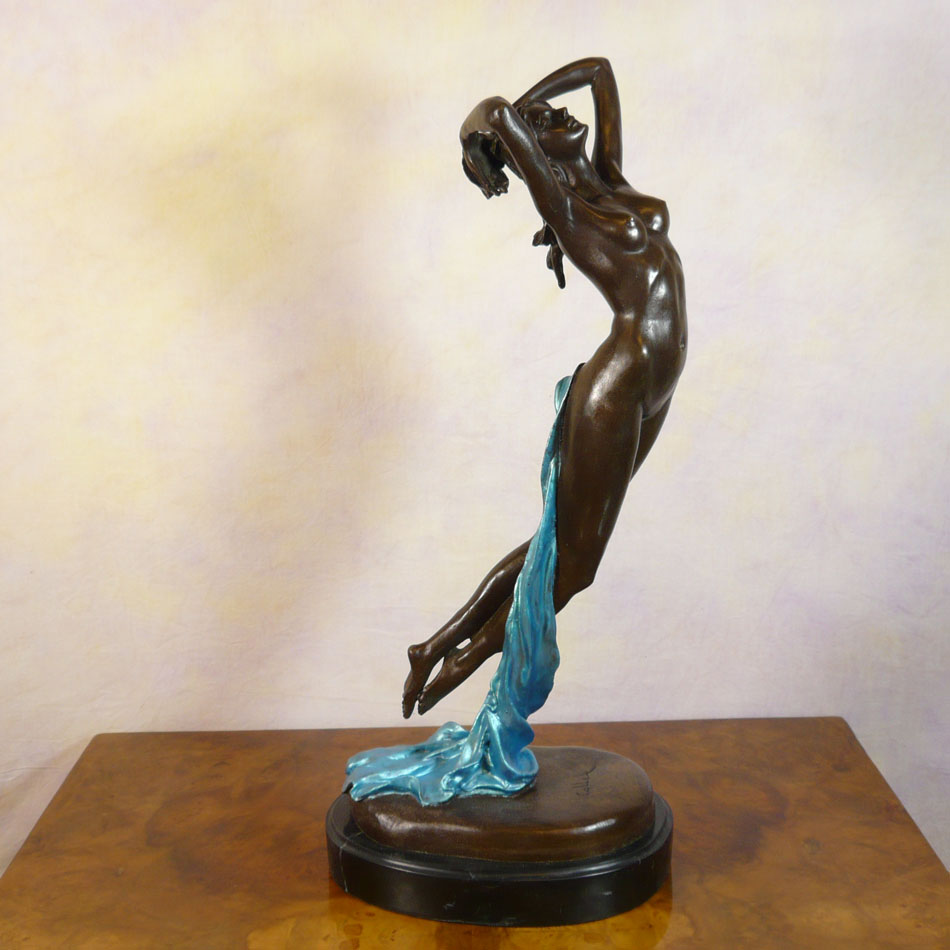 One hour of the night statue in bronze woman sculptures for Statue deco jardin
