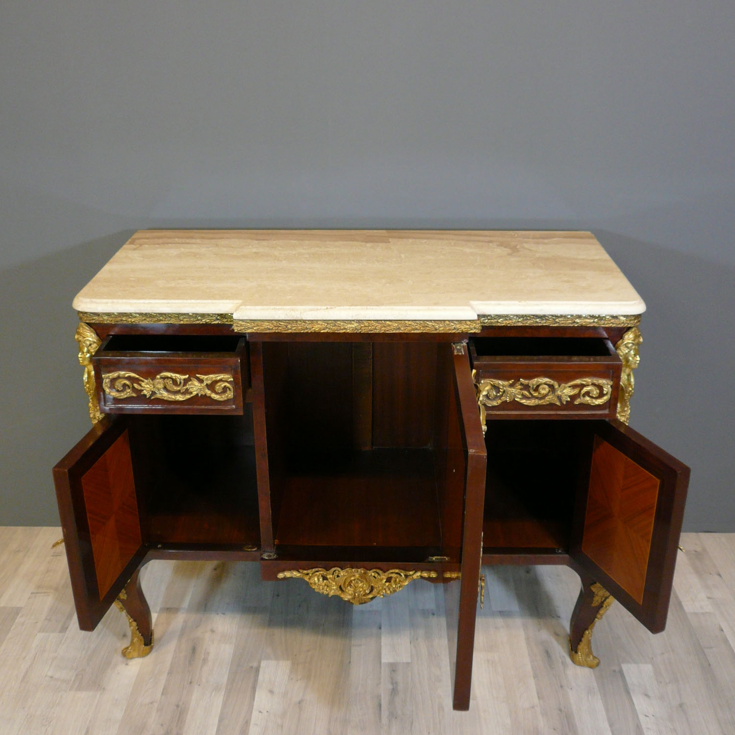 Buffet louis xv commode louis xv bureau louis xv for Meuble style louis 15
