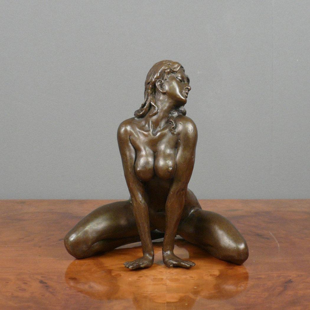 Erotic statue lifesize blowjob