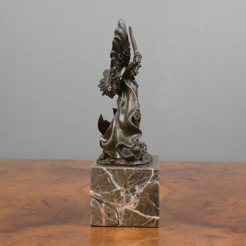 St Raphael Archangel Statue: Archangel Michael