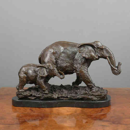Bronze sculpture - elephant and baby elephant